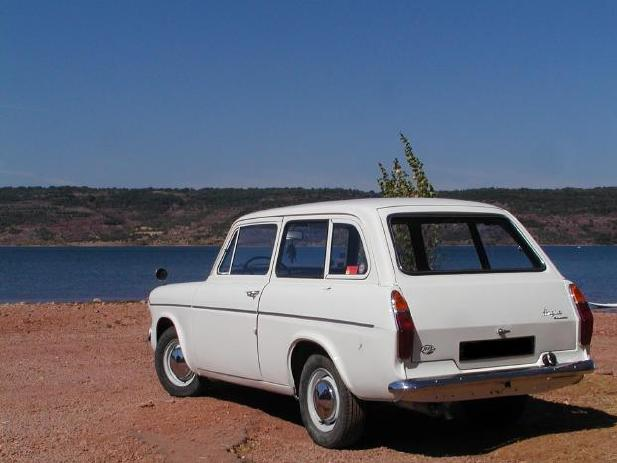 has sent me some photo's of his lovely looking Ford Anglia Estate